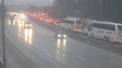 Traffic was clogged on the E6 highway north of Oslo, and the opposite lanes were blocked by an accident. PHOTO: Statens vegvesen web camera