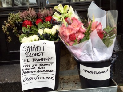 """""""SYMPATHY FLOWERS FOR FRANCE"""" read the sign posted on buckets of fresh flowers placed outside a florist near the French Embassy in Oslo on Saturday morning. Passersby were urged to take a flower (one each) to place outside the embassy, following Friday nights deadly attacks on Paris. PHOTO: newsinenglish.no"""