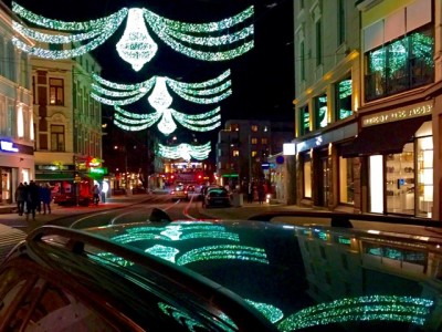 Glittery Christmas decorations, like here on Bogstadveien in Oslo, did not necessarily reflect any brilliant sales at cash registers during this Christmas shopping season. PHOTO: newsinenglish.no