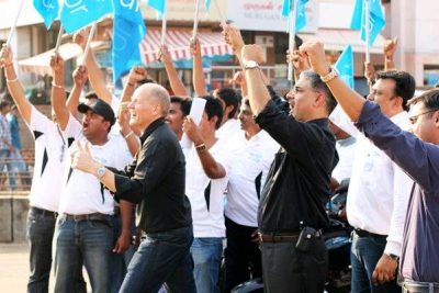 Sigve Brekke (at left in black shirt) has been a popular leader in Telenor, shown here with employees in India, where the company ended up suffering huge losses. PHOTO: Telenor