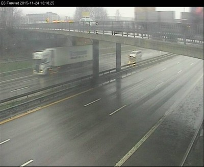 Motorists were all but scared off the roads by mid-day, like here on the usually busy E6 highway at Furuset. PHOTO: Statens vegvesen web camera