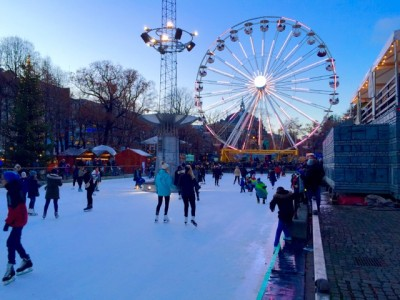 The former Christmas market operators scoffed over their successor's ferris wheel, but it was drawing crowds on its opening weekend. The city's ice rink remains popular as well. PHOTO: newsinenglish.no
