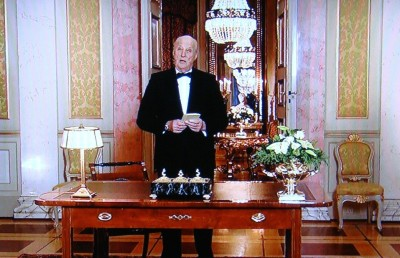 King Harald V read his annual New Year's speech standing up from inside the Royal Palace in Oslo. He stressed a need for mutual respect and integration as Norway tries to settle 31,000 newly arrived asylum seekers. PHOTO: NRK screen grab/newsinenglish.no