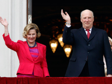 King Harald and Queen Sonja will be starting a string of royal anniversaries this weekend, the first being the 25th annversary since King Harald became Norway's monarch. PHOTO: kongehuset.no/NTB Scanpix