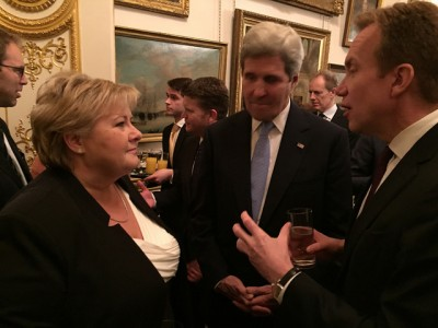 Norwegian Prime Minister Erna Solberg in discussion with US Secretary of State John Kerry and Norwegian Foreign Minister Børge Brende at the donors' conference for Syria in London on Wednesday. PHOTO: Statsministerens kontor