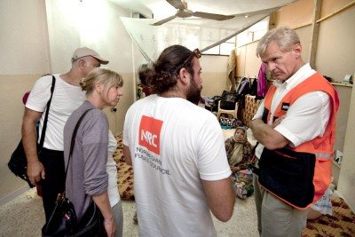 Jan Egeland (right), shown here visiting a refugee camp during a trip to Iraq, jordan and Lebanon, has long experience working with refugees and humanitarian aid. PHOTO: Norwegian Refugee Council