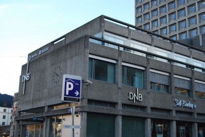 DNB has been closing branches and irritating customers over declining levels of service, and now also faces charges of enabling tax evasion for wealthy customers. There are no signs, though, that the bank has done anything illegal. PHOTO: newsinenglish.no