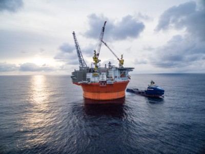 The Goliat platform, photographed on an unusually calm day in the Barents Sea. Environmental and climate activists don't want to see any more such projects in sensitive Arctic areas. PHOTO: Eni Norge/News On Request AS