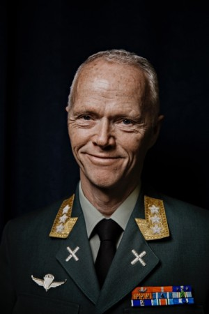 "Three-star general Robert Mood said he was both ""proud and humbled"" to receive the Fritt Ord Prize for 2016. PHOTO: Fritt Ord/Jørn H Moen"