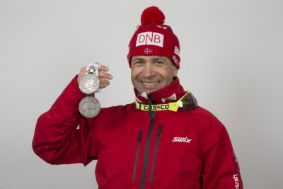 Ole Einar Bjørndalen with his two latest medals from the World Championships in Oslo. He now has 62 including his Olympics and World Cup accomplishments. PHOTO: Christian Manzoni