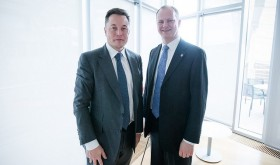 Tesla founder Elon Musk posed with Norwegian Transport Minister Ketil Solvik-Olsen at a transport industry conference in Oslo just last week. Musk is also the man behind the successful PayPal online bill-paying service, but now his electric car dealership in Norway is having trouble paying its bills. PHOTO: Samferdselsdepartementet