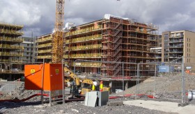 """Construction of new housing remains brisk in Oslo, like here at Løren, a redevelopment area on the city's northeast side. Housing and car sales remain brisk elsewhere in Norway as well, despite the """"oil crisis"""" that's eliminated thousands of jobs. PHOTO: newsinenglish.no"""