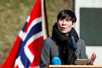 Defense Minister Ine Eriksen Søreide is trying to build a broad consensus in Parliament for Norway's long-term plan for the military. PHOTO: Forsvaret/Torbjørn Kjosvold