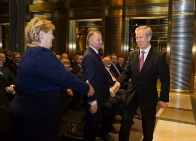 Olsen greeting Prime Minister Erna Solberg when he presented the central bank governor's annual address in January. At center, the president of Norway's parliament, Olemic Thommessen. PHOTO: Norges Bank/Nils S Aasheim