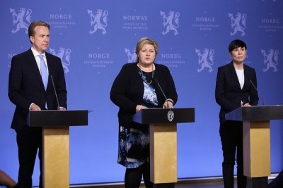 Prime Minister Erna Solberg (center), flanked by her foreign minister, Børge Brende, and her defense minister, Ine Eriksen Søreide, announced more military assistance to the fight against ISIL on Monday evening. PHOTO: Statsministerens kontor