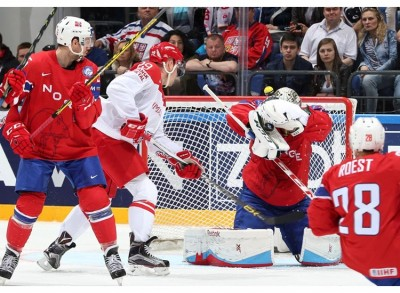 The Norwegians lost badly to the Danes in their opening match at the Ice Hockey World Championships in Moscow on Saturday. They did better against Switzerland on Sunday. PHOTO: Andre Ringuette/HHOF-IIHF Images