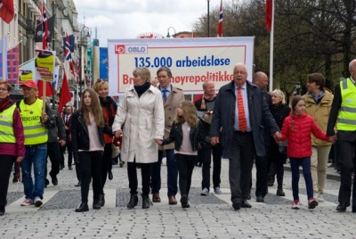 LO leader Gerd Kristiansen (in cream-coloured coat) led the May 1st parade along with other labour bosses. They also made a point out of the 135,000 Norwegians currently out of work, demanding more government action to preserve jobs while they accused of putting more jobs at risk through strikes. PHOTO: newsinenglish.no