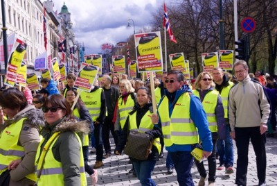 Striking hotel workers dominated Sunday's May 1st parade through Oslo. The strike against hotels and restaurants nationwide spread over the weekend. PHOTO: newsinenglish.no