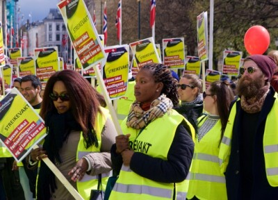 Striking hotel workers aren't backing down from their demands for negotiations at the local level and for higher pay for their lowest-paid colleagues. PHOTO: newsinenglish.no