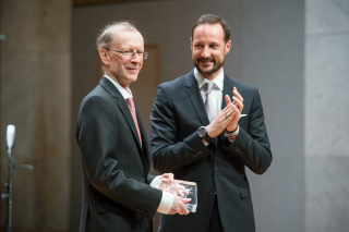 Sir Andrew J Wiles received his Abel Prize from Crown Prince Haakon in Oslo on Tuesday. PHOTO: Abel Prize/Audun Braastad