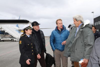US Secretary of State John Kerry (right) and Norwegian Foreign Minister Børge Brende were met by Svalbard's chief administrator Kjerstin Askholt (left). Norway's ambassador to the US, Kåre R Aas was also on hand. PHOTO: Utenriksdepartmentet/Kristin Enstad