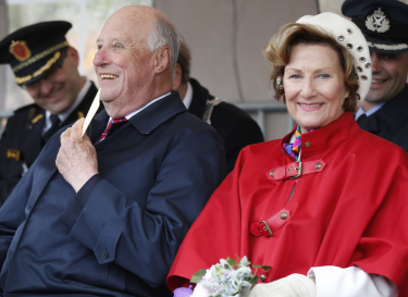 The weather could have been better, but King Harald and Queen Sonja bundled up and seemed to enjoy meeting their subjects in Bergen and Bodø before arriving in Trondheim on Thursday. Much of the support for Norway's monarchy is found outside of Oslo. PHOTO: kongehuset.no/NTB Scanpix