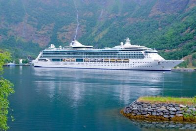 Growing numbers of cruiseships in the fjords, like her in Aurland, can mean growing carbon emissions. Now the state intends to monitor cruise activity in three fjords. PHOTO: newsinenglish.no