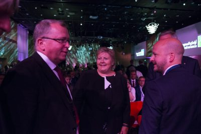 Statoil's CEO Eldar Sætre (left) is still overseeing lots of cost- and job-cutting at Norway's biggest company. He's a busy man this week at the ONS conference in Stavanger, shown here with Prime Minister Erna Solberg (center). PHOTO: ONS/Morten Berentsen