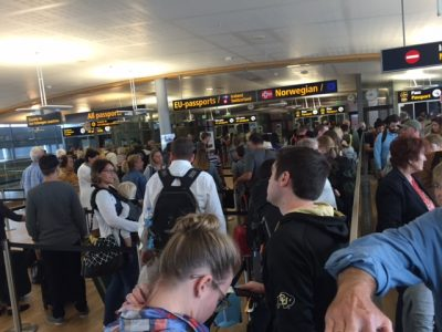 It's still crowded at OSL Gardermoen's passport conotrol when hundreds of airline passengers disembark at once, but the situation was better this week than last after border police got 14 new colleagues. PHOTO: newsinenglish.no