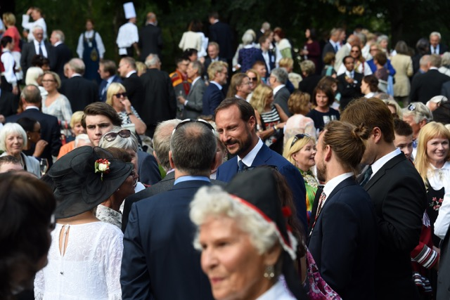 Crown Prince Haakon with garden party guests