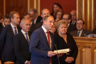 The government also presents a status report which is usually read by the youngest member of the government. This year that was Agriculure Minister Jon Georg Dale. At right, Prime Minister Erna Solberg. At left, Foreign Minister Børge Brende and Jan Tore Sanner, minister in charge of local governments and administration. PHOTO: Stortinget