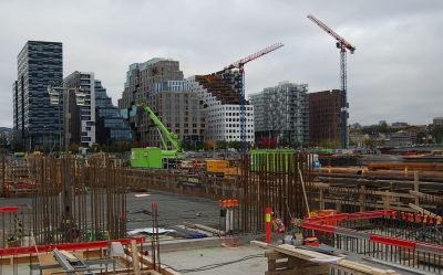 """Lots of new housing units are under construction right in front of Oslo's co-called """"Bar Code"""" strip of highrises. While they carry high pricetags, researchers think a residential building boom may bring down prices by 2019, as more supply becomes available. PHOTO: newsinenglish.no/Nina Berglund"""