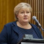 Prime Minister Erna Solberg didn't manage to drum up support for her minority government's state budget over the weekend. Now top-level talks have gone into overtime, while critics complain the politicians are quibbling over details that are largely symbolic. PHOTO: newsinenglish.no