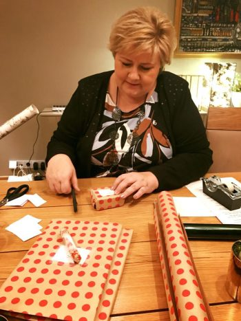 Prime Minister Erna Solberg claimed she finally had some time to wrap some holiday gifts after settling her government's long-running budget conflict and warding off a collapse of her coalition. PHOTO: Facebook
