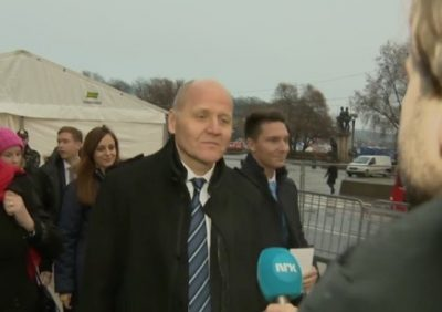 Telenor's CEO Sigve Brekke was among top executives of the Norwegian telecoms firm who was ambushed by reporters after the Nobel Peace Prize ceremony in Oslo on Saturday. Brekke steadfastly refused to comment on the conflict he has with the leader of Telenor's board, Gunn Wærsted. PHOTO: NRK screen grab